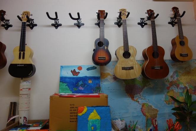 bangkok-klong_toey-guitares